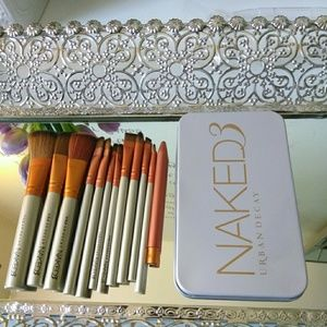Naked3 brushes set